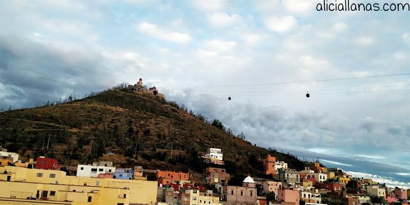 vista al teleferico zacatecas desde casa airbnb